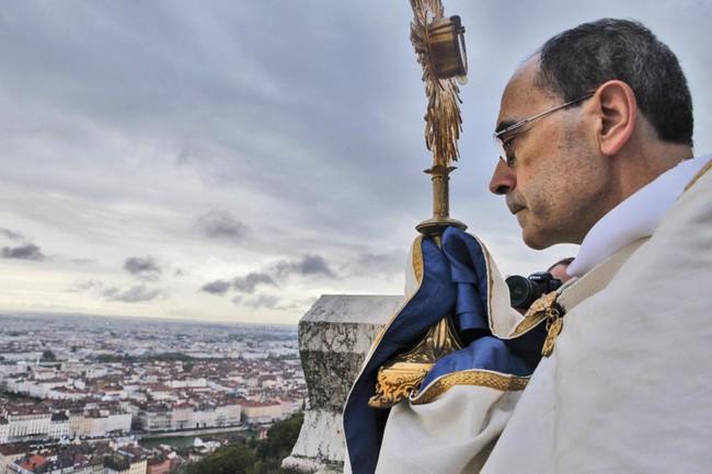 Des prêtres courageux