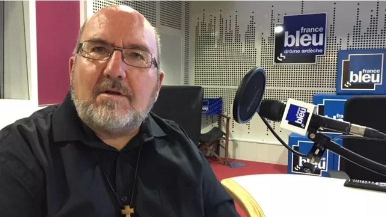 Le père Vignon remercié : une fois de plus les évêques se prennent les pieds dans le tapis…